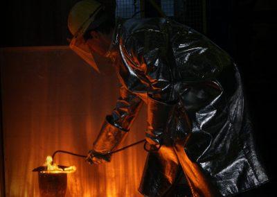Proces modyfikacji ciekłego metalu na zajęciach laboratoryjnych